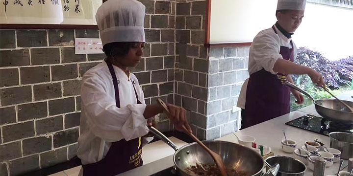 Kochkurs im Sichuan Cuisine Museum