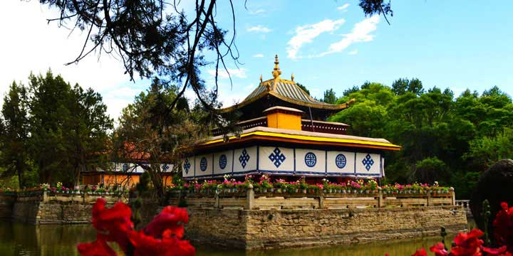 Norbulingka Park