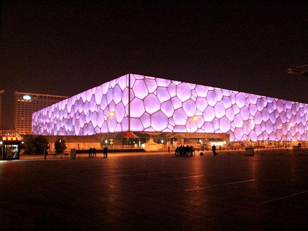 Das Nationale Schwimmzentrum Peking in der Nacht