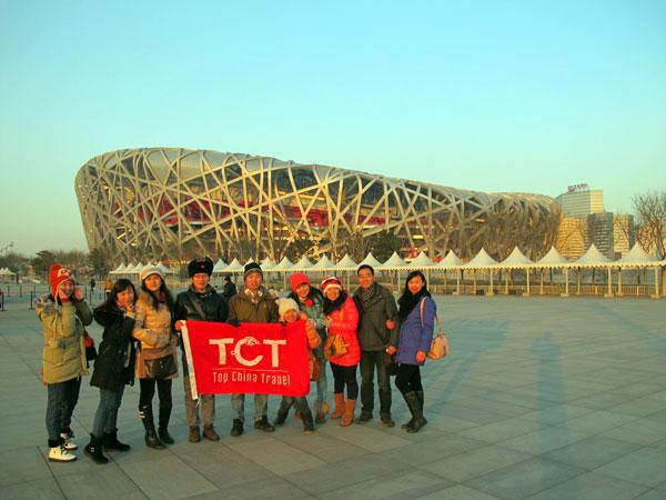 Das TCT-Team vor dem Nationalstadion Peking