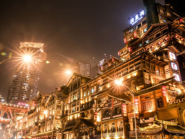 https://de.topchinatravel.com/pic/stadt/chongqing/attractions/hongyadong-02.jpg