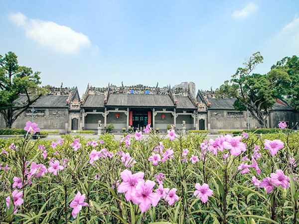 https://de.topchinatravel.com/pic/stadt/guangzhou/attractions/Temple-of-Chen-Family-1.jpg