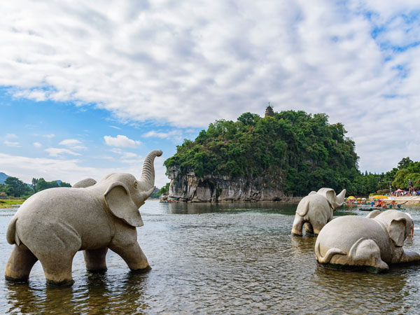 https://de.topchinatravel.com/pic/stadt/guilin/attractions/Elephant-Trunk-Hill-8.jpg