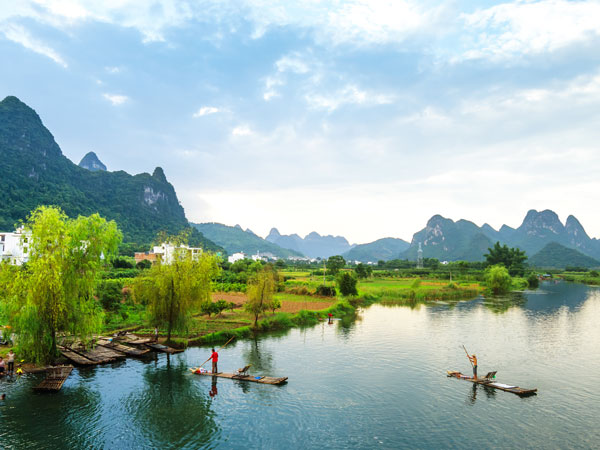 https://de.topchinatravel.com/pic/stadt/guilin/attractions/Yangshuo-Yu-Long-River-6.JPG