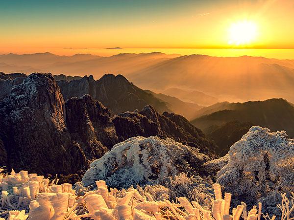 https://de.topchinatravel.com/pic/stadt/huangshan/attractions/mt-huangshan-winter-08.jpg