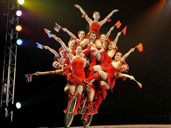 https://de.topchinatravel.com/pic/stadt/shanghai/activities/See-the-Acrobatics-Show-13.jpg