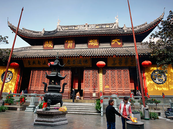 https://de.topchinatravel.com/pic/stadt/shanghai/attractions/Jade-Buddha-Temple-4.jpg