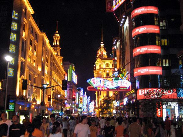 https://de.topchinatravel.com/pic/stadt/shanghai/attractions/Nanjing-Road-7.jpg