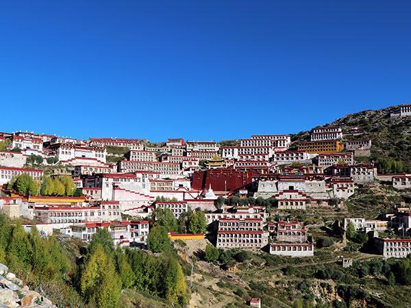 https://de.topchinatravel.com/pic/stadt/tibet/lhasa/attractions/Ganden-Monastery-1.jpg