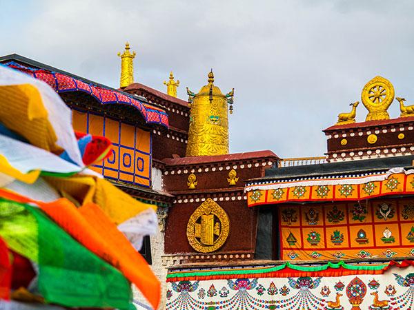 https://de.topchinatravel.com/pic/stadt/tibet/lhasa/attractions/Jokhang-Temple-12.jpg
