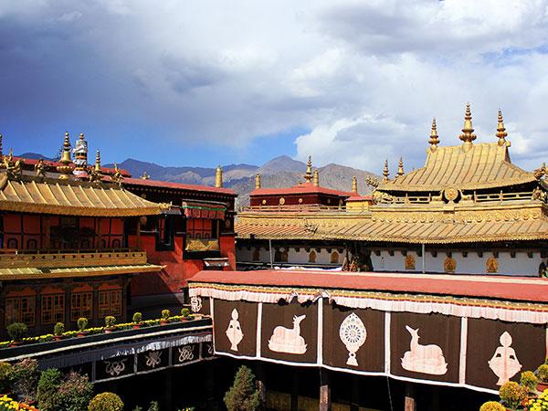 https://de.topchinatravel.com/pic/stadt/tibet/lhasa/attractions/Jokhang-Temple-9.jpg