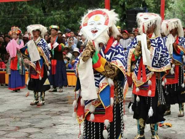 https://de.topchinatravel.com/pic/stadt/tibet/shigatse/attractions/lin-ka-01.jpg