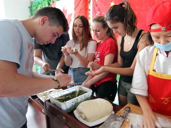 https://de.topchinatravel.com/pic/stadt/xian/activities/Make-Chinese-dumplings-3.jpg