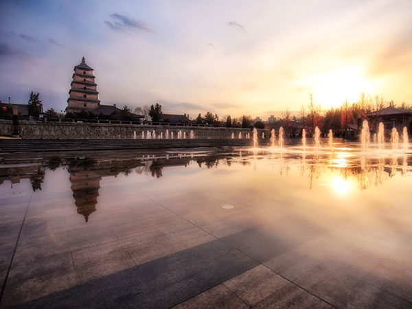 https://de.topchinatravel.com/pic/stadt/xian/attractions/Big-Wild-Goose-Pagoda-9.JPG