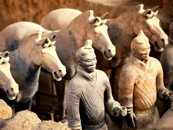 https://de.topchinatravel.com/pic/stadt/xian/attractions/Qin-Terracotta-Army-2.JPG