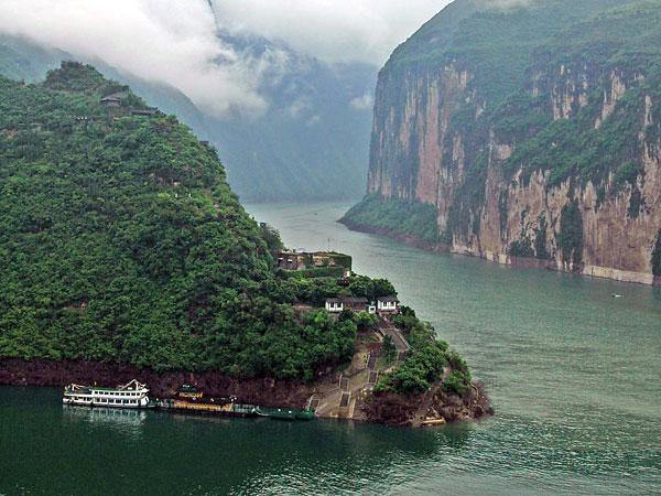 https://de.topchinatravel.com/pic/stadt/yangtze-river/attractions/qutang-gorge-10.jpg