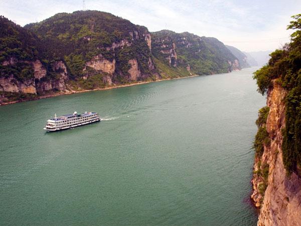 https://de.topchinatravel.com/pic/stadt/yangtze-river/attractions/xiling-gorge-1.jpg